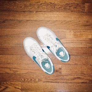 Nike | White & Blue Sneakers